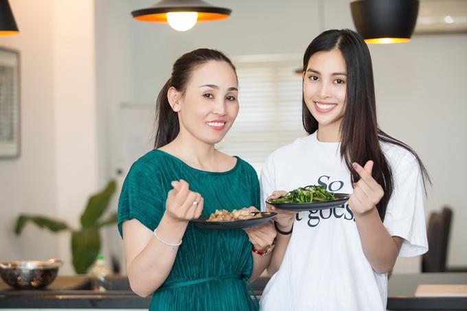 Mẹ Tiểu Vy cảm thấy an tâm khi con gái được ban tổ chức Hoa hậu Việt Nam tài trợ căn hộ sinh sống và học tập.
