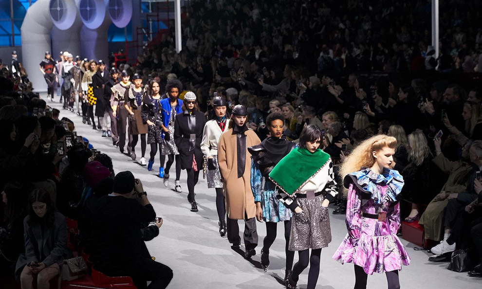 c3ae20eaaed6e Trang phục thu đông của Louis Vuitton - Ngôi sao
