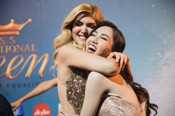 Hoa hậu Canada và Nhật Hà.