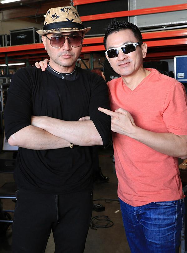 Chồng Việt kiều của Thanh Thảo (phải) tên Tom cũng có mặt trong buổi tập nhạc. Anh đầu tư 5 tỷ cho vợ làm liveshow.