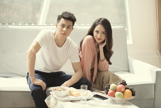 Tối 11/3, hoa hậu Hương Giang ra mắt MV Em đã thấy anh cùng người ấy. Đây là phần tiếp nối của MV Anh đang ở đâu đấy anh được trình làng tháng 11/2018. Ca khúc thuộc thể loại ballad, doÁ quân Sing My Song 2018 - Andiez Nam Trương sáng tác.