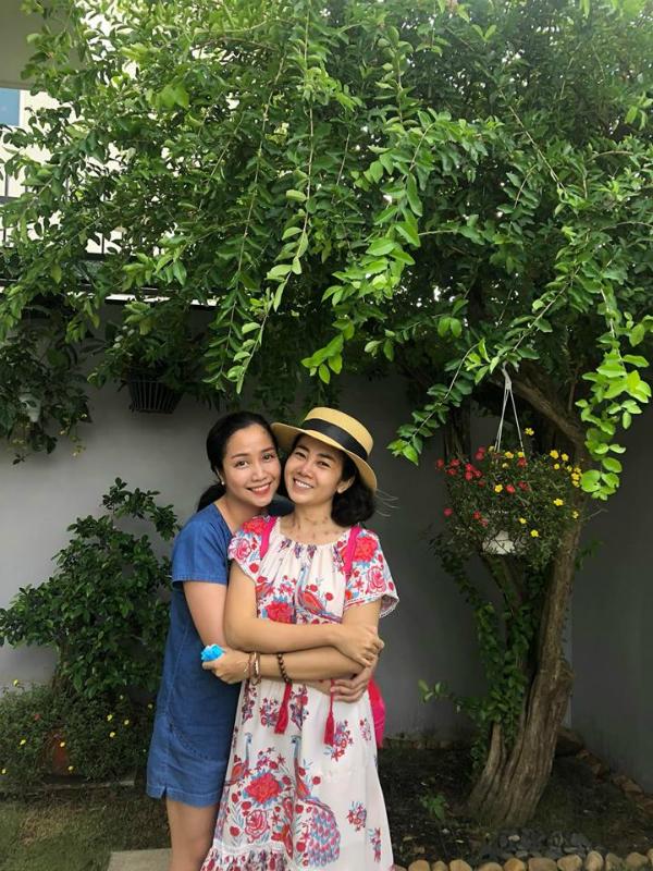 Người chị thân thiết nhất của Mai Phương là diễn viên Ốc Thánh Vân luôn ở bên cạnh từ khi phát hiện bệnh. Mỗi khi rảnh, Ốc Thanh Vân đều đưa Mai Phương đi dạo công viên, đi siêu thị hay sang nhà mình chơi để tinh thần thêm thoải mái.