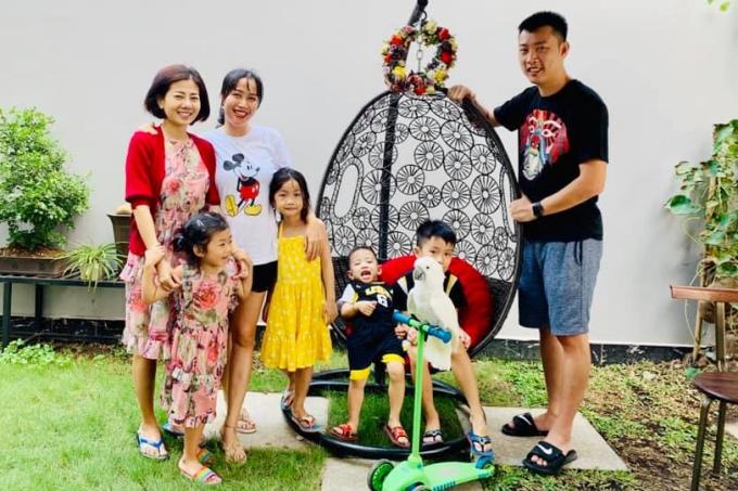 Dịp Tết Nguyên đán vừa qua, Mai Phương tự lái xe đưa con gái đến nhà người chị thân thiết. Hai gia đình có một ngày vui đùa bên nhau nhiều niềm vui.