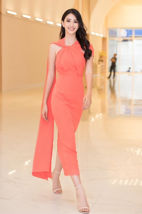 Người đẹp khoe phong cách thanh lịch với thiết kế của Lê Thanh Hòa.