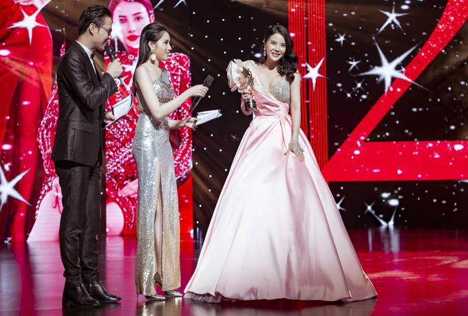 Người đẹp Stella Chang được giải Nữ hoàng thảm đỏ giống Kỳ Duyên.