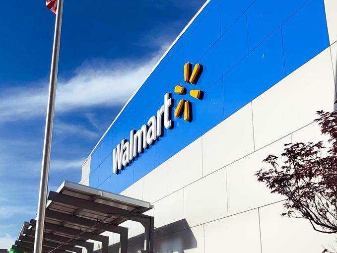 Walmart là nhà bán lẻ lớn nhất thế giới, với doanh thu 500 tỷ USD mỗi năm. Cứ ba thánglàm ăn thuận lợi, những người mang họ Walton đứng sau chuỗi siêu thị nàyđược chia cổ tứchàng trăm triệu USD. Ảnh:BI.