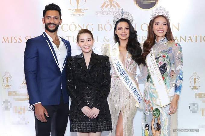 Đương kim Nam vương - Prathamesh Maulingkar và Hoa hậuSiêu quốc gia - Valeria Vazquez (thứ hai từ phải qua) sang Việt Nam theo lời mời của Hoa hậu - doanh nhân Hải Dương (váy đen).