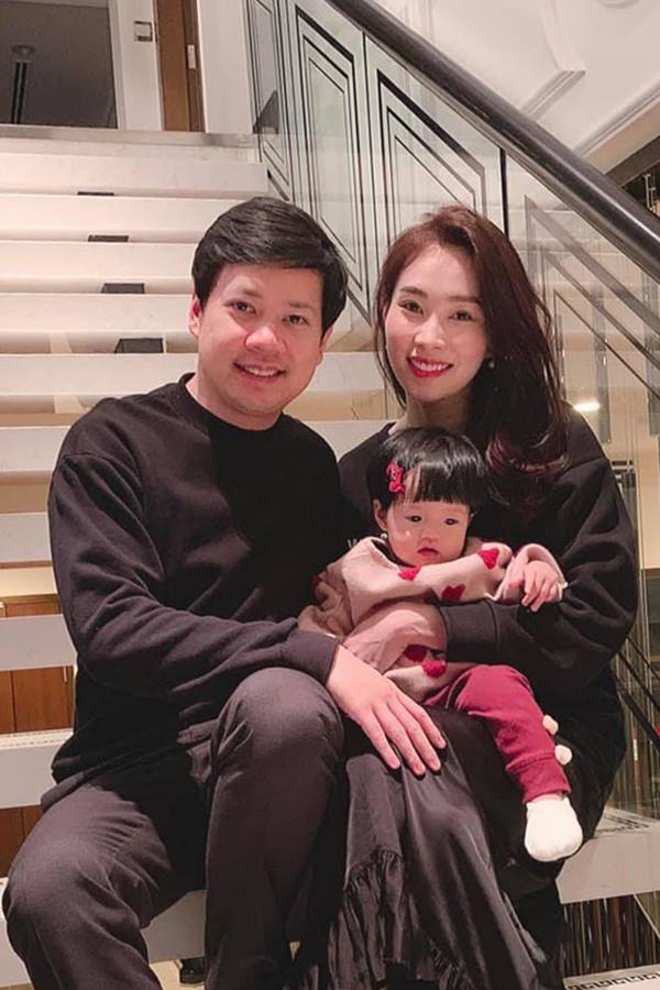 Khoảnh khắc hạnh phúc của Đặng Thu Thảo bên chồng con - 3