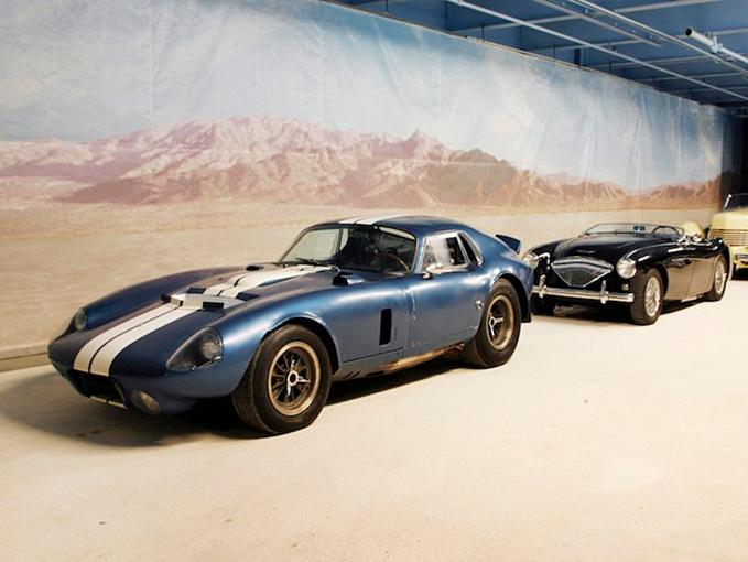Rob có một bộ sưu tập đồ sộ xe hơi cổ điển. Trong đó, chiếc Daytona Coupe của ônglà 1 trong5 chiếc duy nhấttừng được làm, giá trị 15 triệu USD. Rob lái hỏng chiếc xenăm 2013. Ảnh:AP.