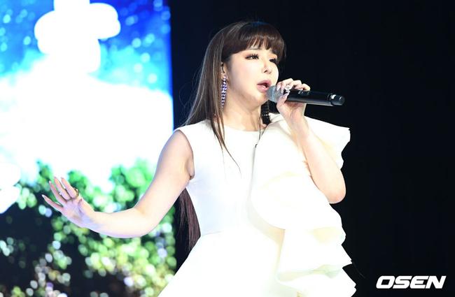 Sự trở lại của Park Bom nhận được sự đón chờ nhiệt tình của người hâm mộ.