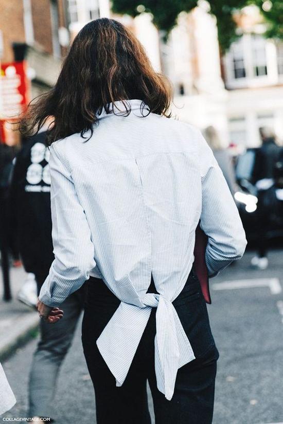 Thay vì cách diện sơ mi quen thuộc, các nhà mốt đã mang tới các kiểu áo ngược để khiến người sử dụng chúng tạo được ấn tượng trước người đối diện.