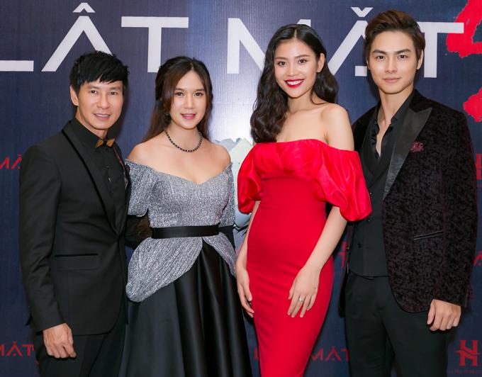 Jay Quân (ngoài cùng bên phải) - ông xã của Chúng Huyền Thanh (váy đỏ) đóng vai nam chính trong Lật mặt: Nhà có khách.