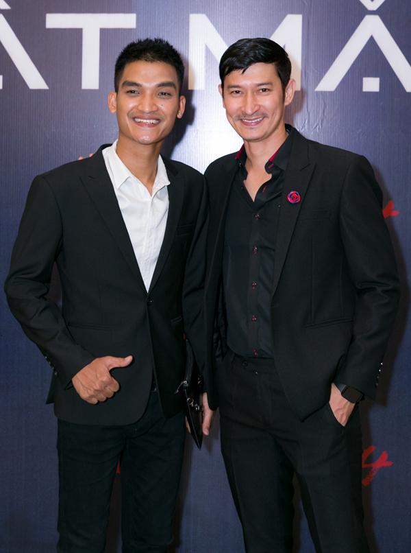 Mạc Văn Khoa (trái) và Huy Khánh dự buổi họp báo công bố dự án Lật mặt: Nhà có khách.