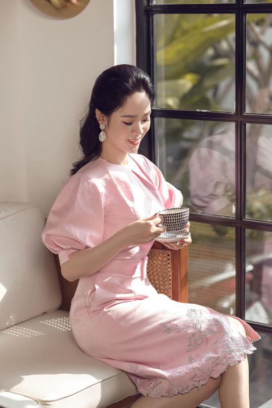 Hoa hậu VN 2002 - Mai Phương cũng là một trong những nàng thơ xuất hiện trên thảm đỏ trong show diễn mùa hè 2019 của Lê Thanh Hòa.