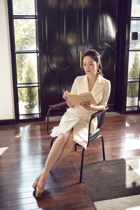 Ở độ tuổi 34 và 17 năm sau đăng quang, Mai Phương vẫn sở hữu vẻ đẹp tươi trẻ, dịu dàng.