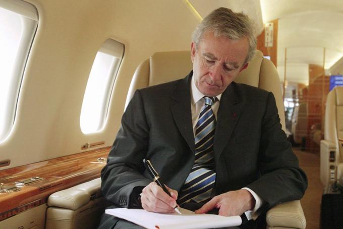 Cũng giống như nhiều tỷ phú, Bernard Arnault thường xuyên di chuyển bằng máy bay riêng.