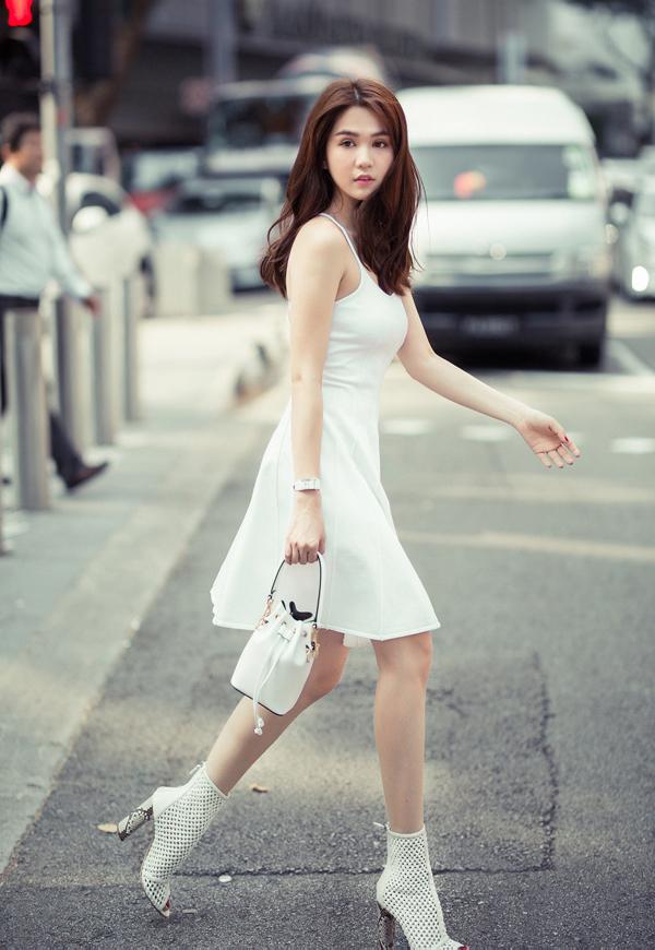 Người đẹp hiện vừa hoạt động nghệ thuật vừa kinh doanh shop thời trang đồng thời đảm đương vị trí CEO một công ty mỹ phẩm.