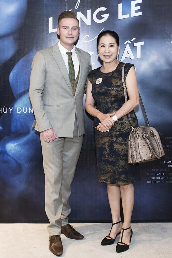 HHen Niê, Vy Oanh gợi cảm đến chúc mừng Kyo York - 9