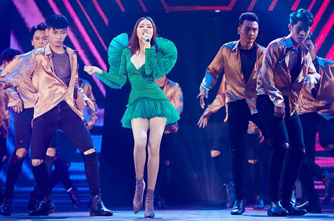 Nữ ca sĩ tiết lộ năm nay sẽ có thêm một sản phẩm hợp tác cùng nhạc sĩ Khắc Hưng. Đến nay cô đã sở hữu nhiều bản hit, bên cạnh Như lời đồn.