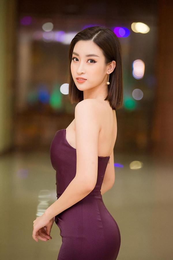 Song song với việc chọn các mẫu đầm tôn nét quyến rũ, trang sức hợp mốt cũng được sao Việt chú trọng khi tham gia sự kiện. Qua cách lên đồ đi event của Đỗ Mỹ Linh và dàn mỹ nhân Việt, phái đẹp sẽ có thêm những gợi ý hợp lý.