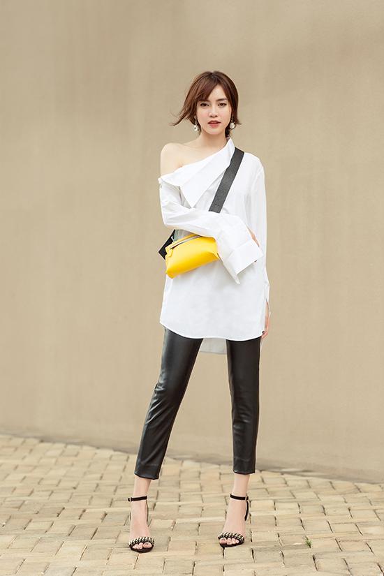 Sơ mi biến tấu là trang phục được cac fashionista Hàn Quốc yêu thích ở mùa này, nhà mốt Việt cũng mang tới kiểu áo độc đáo giúp người mặc trở nên ấn tượng hơn khi dạo phố.