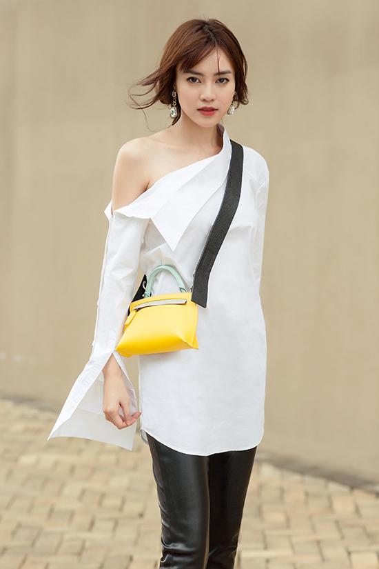 Bộ ảnh được thực hiện với sự hỗ trợ của nhiếp ảnh Chanh, stylist Phạm Bảo Luận.
