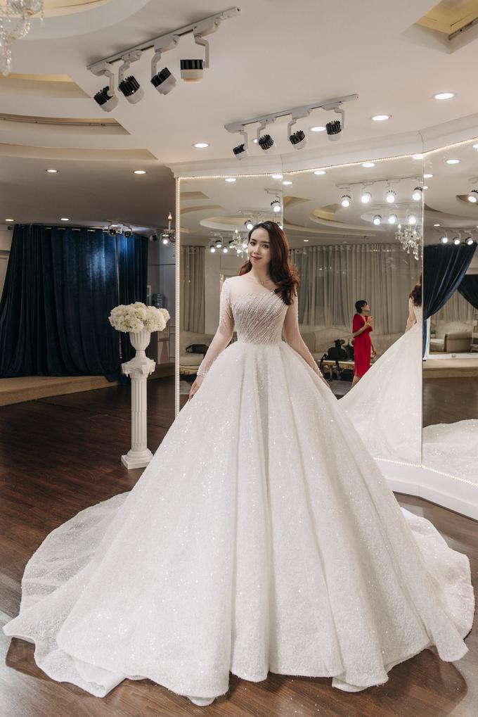 Váy cưới làm trong thời gian ngắn kỷ lục của hot girl Lan Phương