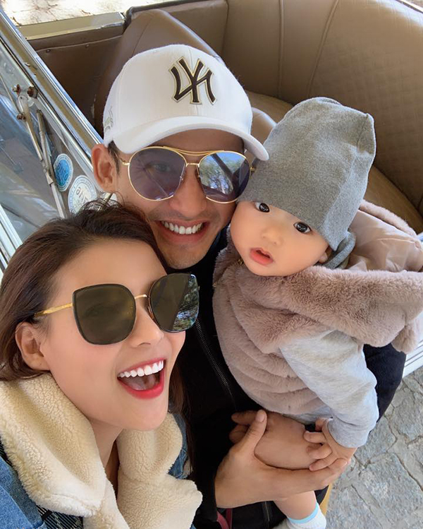 Vợ chồng Lương Thế Thành - Thuý Diễm và con trai Bảo Bảo trong một chuyến du lịch cuối tháng 2.
