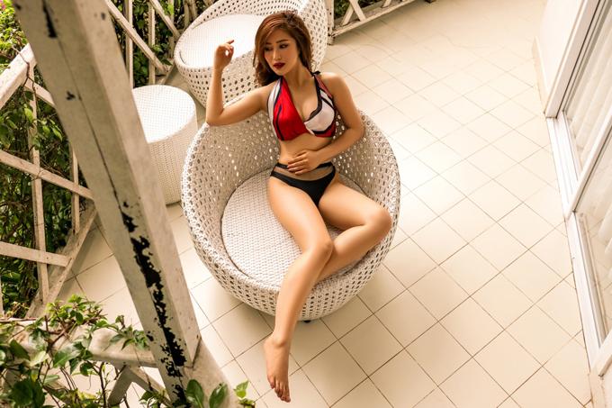 Bộ ảnh được thực hiện với sự hỗ trợ của stylist Mạch Huy, make-up Ngọc Duy.