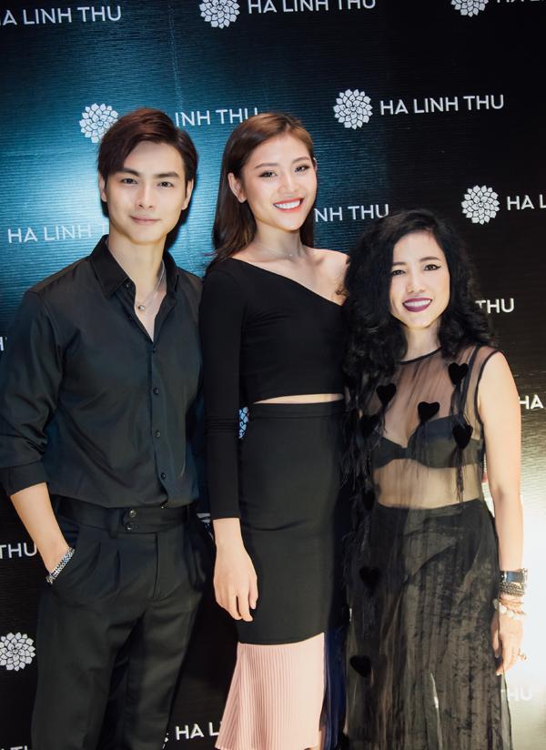 Vợ chồng Jay Quân - Chúng Huyền Thanh nhờ người thân chăm sóc con đầu lòng để đến chia vui với NTK Hà Linh Thư.