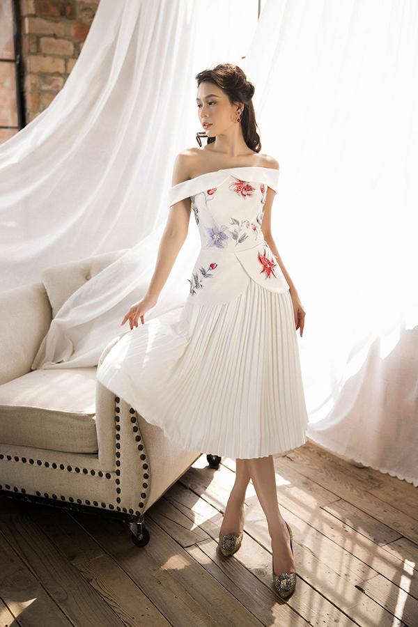 Trong các mẫu thiết kế mới ra lò của Đỗ Long, diễn viênSam ưu tiên chọn những chiếc váy mang kiểu váy xòe, váy bó sát... để tôn dáng.