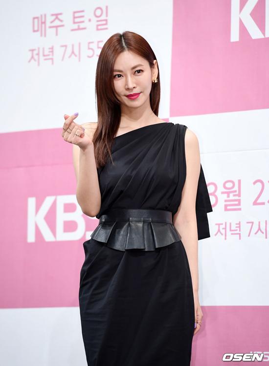 Kim So Yeon được khen ngày càng đẹp, bất chấp thời gian.