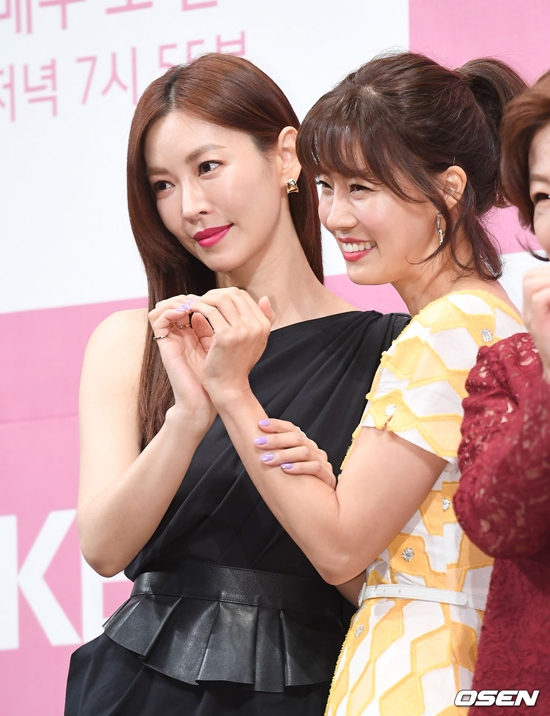 Kim So Yeon bên bạn diễn  Yoo Sun.