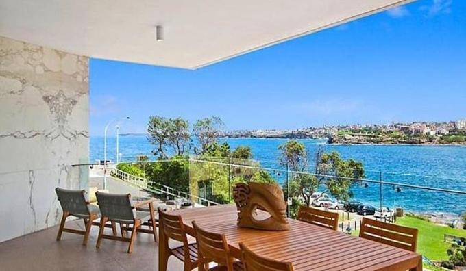 Biệt thự có giá 5,9 triệu USD, nhìn ra biển xanh thơ mộng.