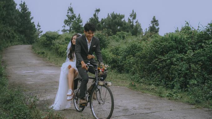 Đèo Hải Vân còn có tên là đèo Ải Vân (vì trên đỉnh đèo xưa kia có một cửa ải), dài 20km, cắt ngang dãy núi Bạch mã, nằm ở giữa ranh giới tỉnh Thừa Thiên Huế và thành phố Đà Nẵng. Cửa ải ở đèo Hải Vân phía trông xuống Quảng Nam còn được đề Thiên hạ đệ nhất hùng quan do vua Lê Thánh Tông phong tặng năm 1470.