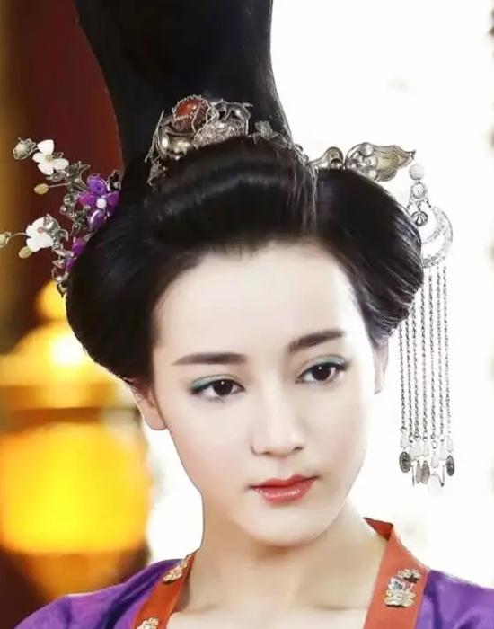 Nhan sắc già nua của mỹ nhân Tân Cương trong phim Tần thời lệ nhân Minh Nguyệt Tâm.