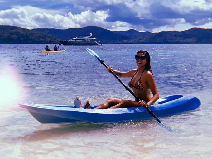Tại đảo Coron, du khách có thể mua một sốtour được đặt tên từ tour A đến Enhư thăm quan đảo (island hopping), khám pháhồ nước lợ (Kayangan, Baracuda), Lagoon (Twin Lagoon, Green Lagoon), lặn ngắm san hô hay lặn ngắm xác tàu chìm.