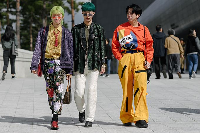Fashionista lăng xê màu neon tại Seoul Fashion Week