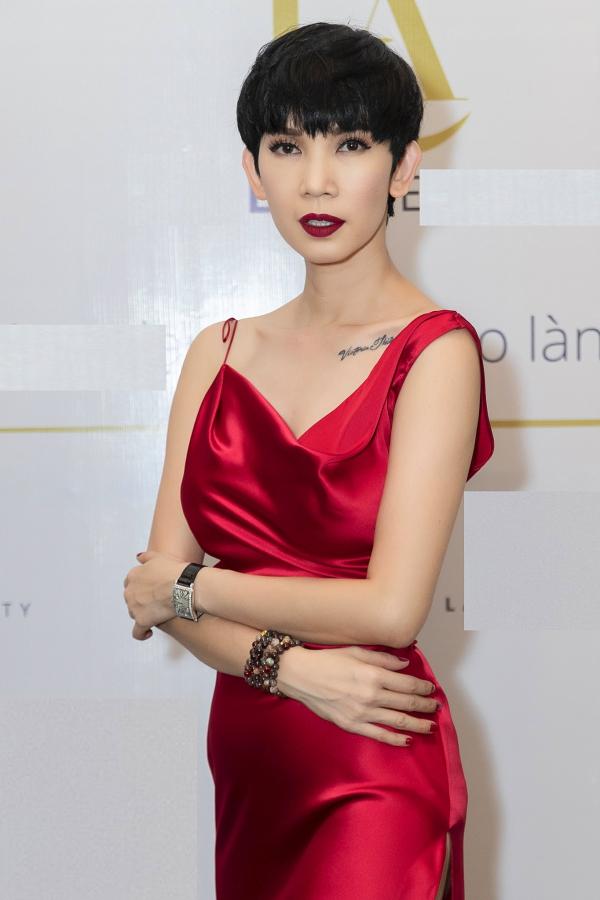 Chiều 14/3, cựu siêu mẫu Xuân Lan tổ chức buổi họp báo ra mắt thương hiệu mỹ phẩm chăm sóc da do chính cô sáng lập.