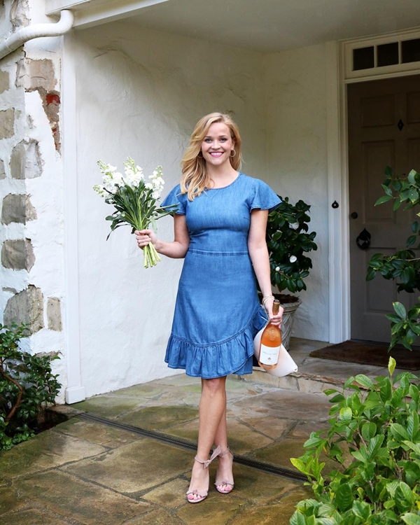 Bên cạnh việc cân bằng bổ sung chất xơ và protein, Reese Witherspoon còn rất chú trọng đến nguồn gốc thực phẩm. Thông thường, cô sẽ có những địa chỉ quen thuộc đặt hàng để đảm bảo các sản phẩm rau, thịt, hải sản, hoa quả là những sản phẩm tươi mới và đảm bảo an toàn nhất.
