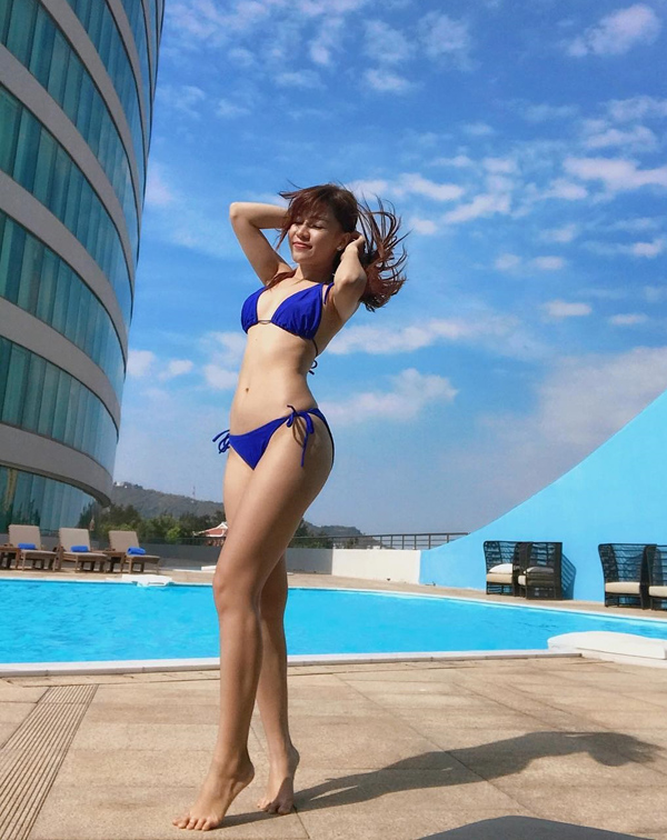 Loạt bikini đốt mắt người nhìn của bạn gái Đặng Văn Lâm - page 2 - 3