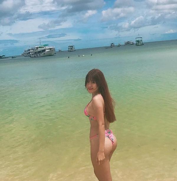 Loạt bikini đốt mắt người nhìn của bạn gái Đặng Văn Lâm - page 2 - 4
