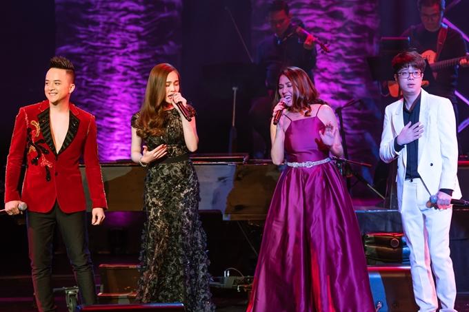 Cao Thái Sơn, Giang Hồng Ngọc, Phương Trang, Bùi Anh Tuấn hát Con thuyền đời. Đây là một trong những ca khúc thành công nhất từng mở màntrong chương trình Gala Nhạc Việt số 8.