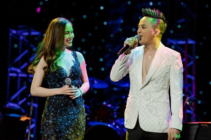 Cao Thái Sơn và Giang Hồng Ngọc cũng tham gia đêm nhạc, song ca cùng nhau.