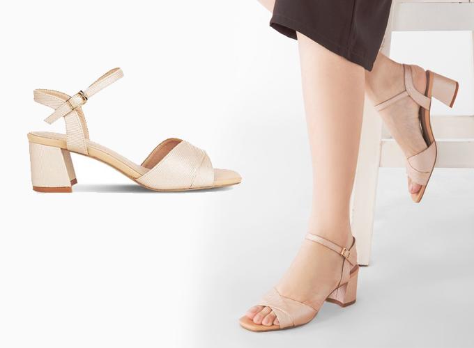 Giày sandal thời trang Sablanca 5050SN0061 (Beige) - Kem - Kem 425.000 Giày sandal cao gót.  Chất liệu: Vải dệt kim tuyến.  Màu sắc: Bei - Đen.  Chiều cao gót: 5.5cm.  Chất liệu vải dệt kim tuyến sang trọng.  Gót vuông, dễ dàng di chuyển.