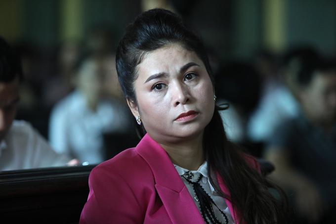 Bà Thảo đề nghị dừng tòa khi phía ông Vũ không có đủ căn cứ 2.100 tỷ đồng là tài sản chung.