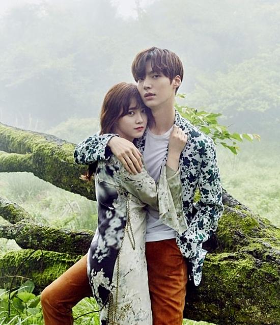 Ahn Jae Hyun sinh năm 1987, anh bắt đầu sự nghiệp với tư cách là một người mẫu trước khi lấn sân sang lĩnh vực diễn xuất. Năm 2015, tài tử gặp gỡ đàn chị Goo Hye Sun và trúng tiếng sét ái tình với cô ngay từ lần đầu gặp mặt. Cặp đôi chị em Goo Hye Sun và Anh Jae Hyun chính thức hẹn hò sau khi bộ phim Bác sĩ khát máu đóng máy. Sau một năm yêu nhau, hai người quyết định kết hôn vào tháng 5/2016 trong sự chúc phúc của nhiều người hâm mộ. Hôn lễ của cặp đôi diễn ra hết sức đơn giản, không xa hoa lộng lẫy như những đám cưới khác. Tuy yêu nhanh cưới vội nhưng hai người nổi tiếng là một trong những cặp vợ chồng lãng mạn của xứ Hàn. Nam ca sĩ từng khiến khán giả phát sốt khi mạnh dạn tỏ tình với nữ diễn viên khi tham gia chương trình Tây du ký. Thậm chí, Ahn Jae Hyun còn tự tay thiết kế nhẫn, vòng tay, khuyên tay để vợ đeo trong ngày cưới.Hiện tại, cặp đôi vẫn thường chia sẻ hình ảnh thường ngày ngọt ngào bên nhau và dự định sẽ sớm có con trong năm tới.