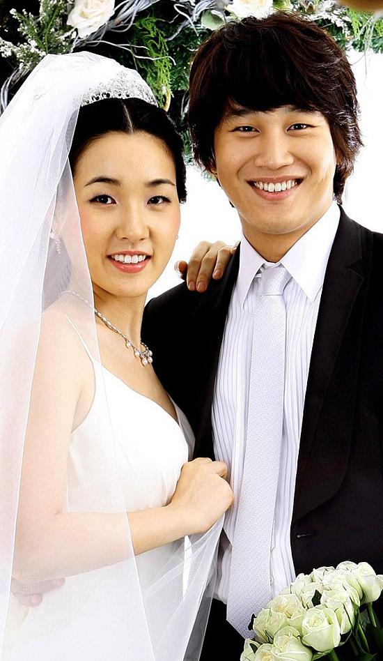 Câu chuyện tình đầu cũng là tình cuối của Cha Tae Huyn cùng bà xã Choi Seok Eun cũng cũng là một trong những mối tình nhận được nhiều sự ngưỡng mộ từ khán giả. Tae Huyn quen biết vợ từ khi hai người còn học trung học và bắt đầu hẹn hò vào năm 1993. Sau nhiều lần tan vỡ rồi tái hợp, chuyện tình của hai người đã có kết thúc viên mãn với đám cưới vào năm 2006. 10 năm sau khi kết hôn, Cha Tae Hyun có cuộc hôn nhân hạnh phúc với ba đứa con nhỏ kháu khỉnh. Tình cảm bất biến mà anh dành cho vợ nhận được sự ngưỡng mộ của nhiều người. Từ sau khi cưới vợ, nam diễn viên dành nhiều thời gian hơn cho gia đình. Anh tuyệt đối từ chối đóng cảnh nóng để bảo vệ hạnh phúc gia đình cũng như thể hiện sự tôn trọng người bạn đời của mình. Hiện tại, Cha Tae Huyn phải ngừng quay2 Days 1 Night sau khi dính phốt khoe thành tích cá độ với gã biến thái Jung Joon Young.