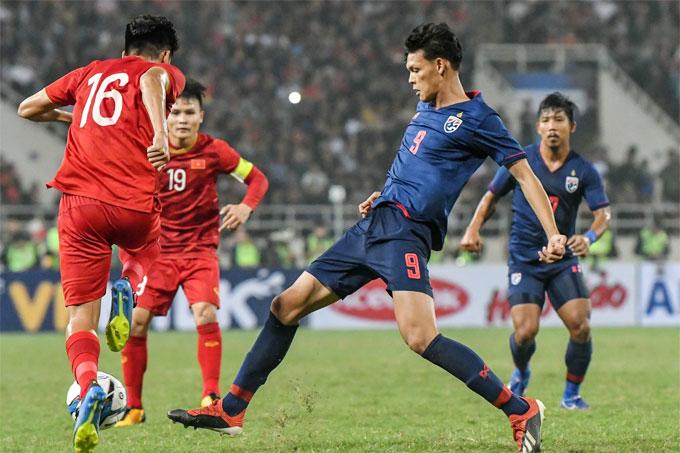 CĐV Thái Lan cũng bất ngờ khi đội nhà thảm bại 0-4 trước Việt Nam ở lượt trận cuối sau hai trận thắng tưng bừng trước đó.