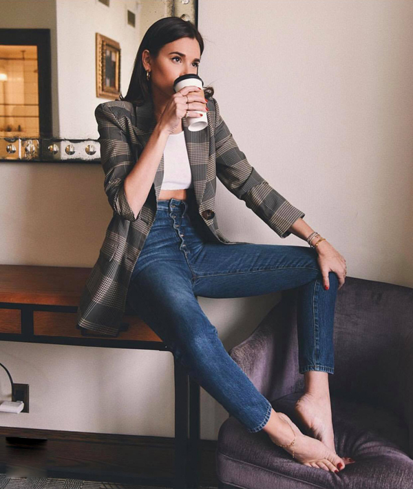 Balzer kẻ sọc ca rô vẫn là trang phục được ưa chuộng nhất. Mẫu áo này có thể phối cùng jeans, áo thun và sơ mi trắng để tăng nét hiện đại.